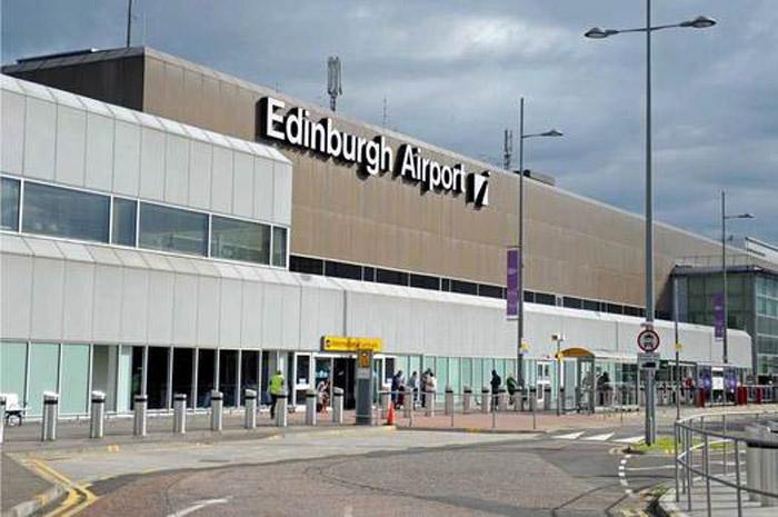 Avião pousou em Edimburgo, mas tinha como destino correto Dusseldorf, na Alemanha.