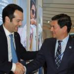 Antonoaldo Neves, presidente da TAP, e Otávio Leite, secretário de Turismo do RJ