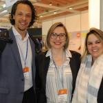 Bruno Giovanni, do RIOgaleão, Carolina Ramalho, da Promo, e Cristiane Castro, do RN