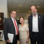 Chieko Aoki, fundadora e presidente da Blue Tree Hotels, entre Toni Sando, do Visit São Paulo, e Eduardo Sanovicz, da ABEAR