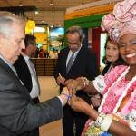 Embaixador Luis Alberto Machado fez três pedidos enquanto Marli Trindade amarrava a famosa fita do Senhor do Bonfim