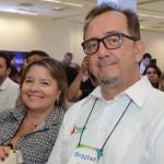 Estela Farina, da NCL, e Ricardo Alves, da Velle