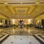 Hotel cinco estrelas tem apenas 109 quartos e conta com um lobby luxuoso