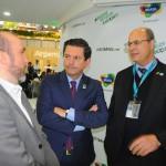 Hugo Neiva, secretário adjunto de Turismo do MA, conversa com Otávio Leite, secretário de Turismo, e Wilson Witzel, governador do RJ