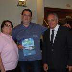 Jacques Mizrahi, da Transmundi entre Dulce Dellarett e José Mauricio, da Abav-MG, durante sorteio