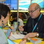 João Araujo, de Manaus, em conversa com buyers internacionais