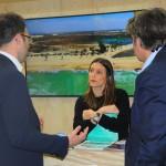 Livia Rolim, da Setur-CE, conversa com buyers internacionaias