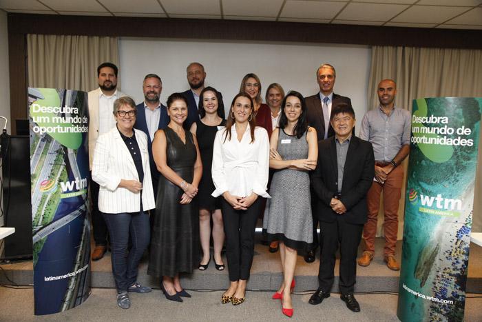 Luciane Leite, diretora da WTM-LA com membros do Advisory Board e parceiros da feira