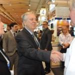 Luiz Alberto, embaixador do Brasil em Portugal, cumprimenta Roy Taylor, presidente do M&E