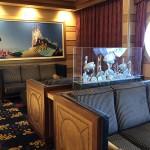 Navio conta com diversos detalhes de decoração que remetem ao mundo marítimo, viagens e ao universo do clássicos da Disney