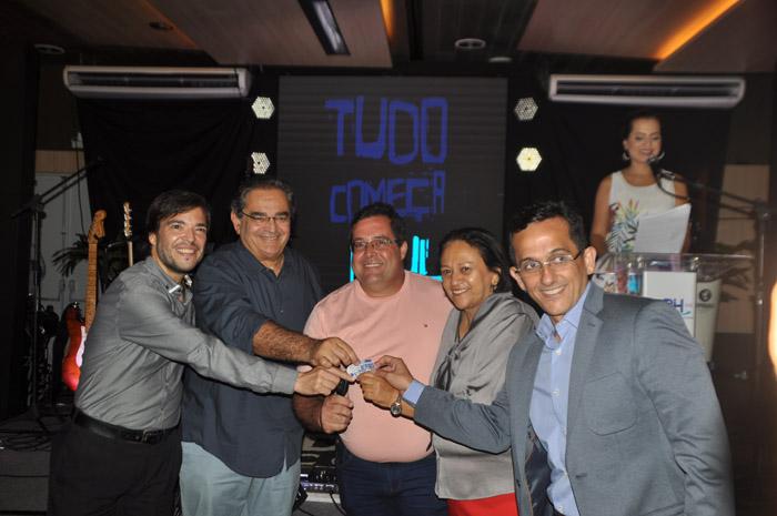 Primeiro colocado, Everaldo Natalino, da Rosana Tur, recebeu o prêmio de Marcelo Bento, Álvaro Dias, Fátima Bezerra e José Odecio Junior
