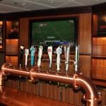 Pub 687, uma das atrações adultas do navio, conta com 16 tipos de cerveja