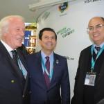 Victor Seixas, da Rentamar Turismo, com Otávio Leite, secretário de Turismo, e Wilson Witzel, governador do RJ
