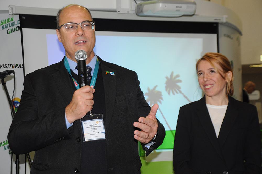 Wilson Witzel, governador do RJ, e Celia Munhoz, diretora da Iberia