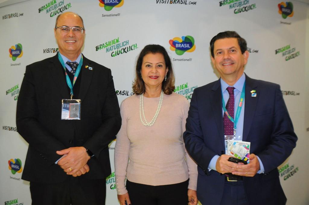 Wilson Witzel, governador do Rio de Janeiro, Teté Bezerra, presidente da Embratur, e Otávio Leite, secretário de Turismo do RJ