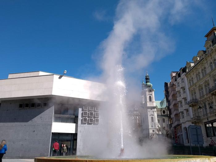 Colunata com gêiser em Karlovy Vary