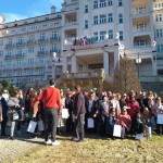 Grupo no jardim do Hotel Imperial