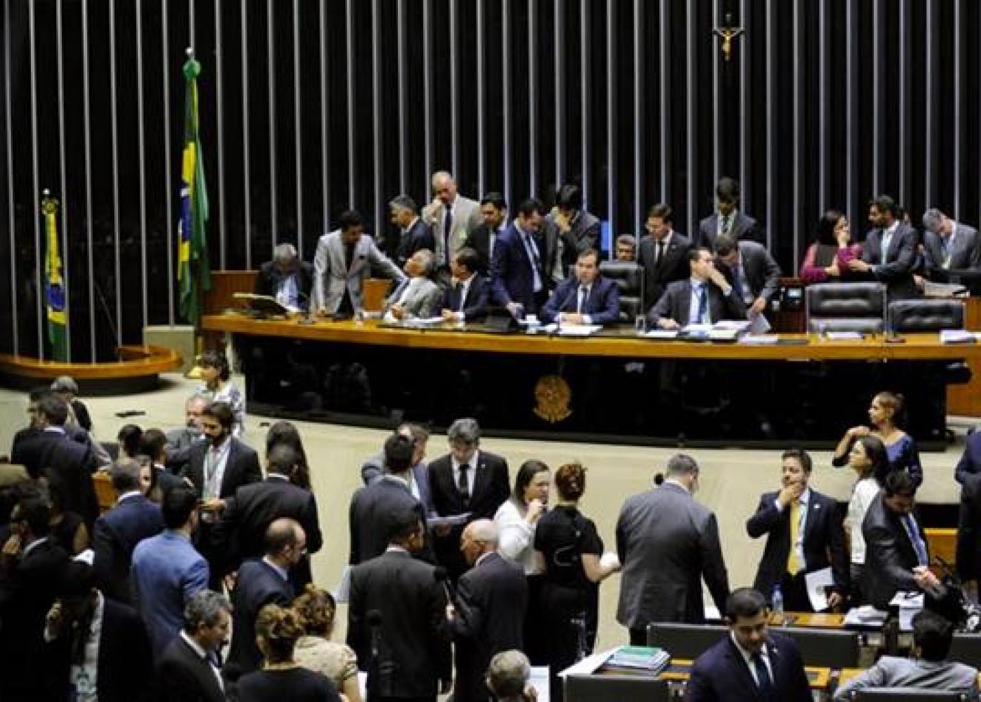 Câmara aprova abertura total do capital estrangeiro nas aéreas e mais de 100 artigos da Lei Geral do Turismo