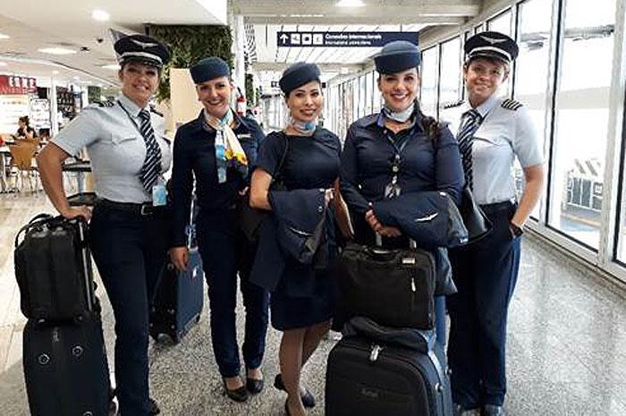 tripulação feminina azul