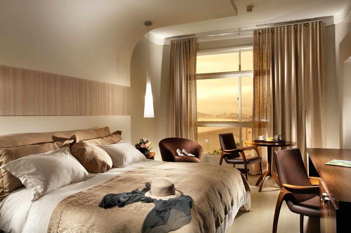 O icônico Parque Balneário Hotel conta com 119 acomodações, entre apartamentos e suítes