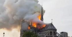 Catedral de Notre-Dame é atingida por incêndio em Paris