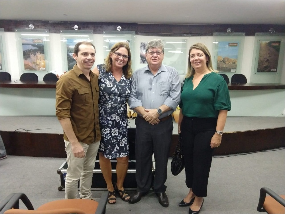 Presidente da Abrasel-PB, Arthur Lira ao lado de Ruth Avelino, presidente da PBTur; João Azevêdo, governador da Paraíba; e Manuelina Hardman, presidente da ABIH-PB