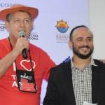 Aroldo Schultz, presidente da Schultz, e Ed Gama, humorista responsável pela capacitação