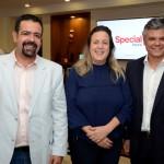 Danilo Barana, da Prime Class, Paula Nascimento, da Top Services, e Edson Akabane, da Visual Turismo