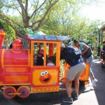 Elmo's Choo Choo Train é um trem para os pequenos
