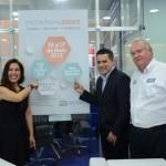 Gisele Lima, da Promo, Gilmar Piolla, secretário de Turismo de Foz do Iguaçu, e Roy Taylor, do M&E