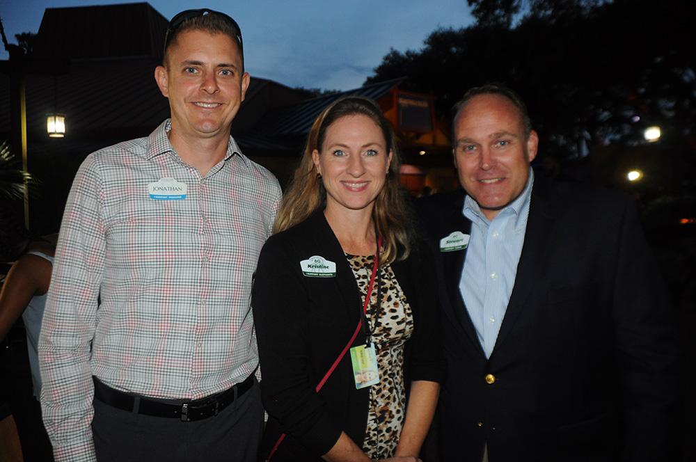 Jonathan Smith, diretor de Rides e Engenharia do SeaWorld, Kristine Morgan, diretora de Entretenimento do Busch Gardens, e Stewart Clark, presidente do Busch Gardens e Adventure Island