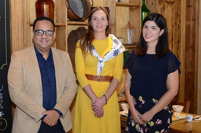 Josue Silva, da Air Tahiti Nui, Chloé Salvador e Fernanda Sarubbi, da Cap Amazon representantes do Tahiti e da SPM