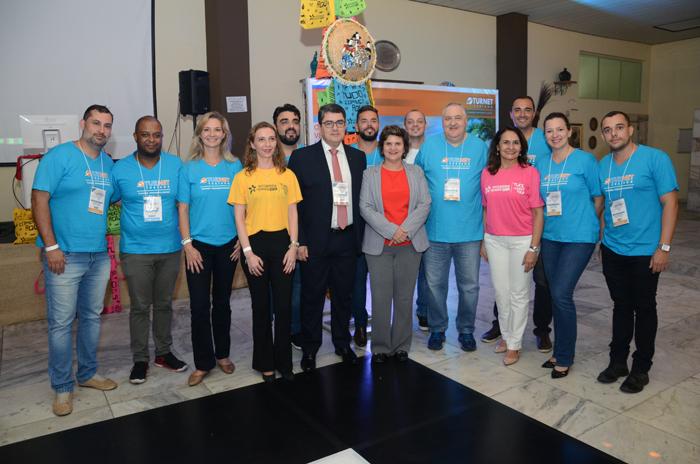 Marcos Lucas, presidente da Aviesp, com as equipes da Turnet e do Rio Grande do Norte