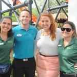 Marjori Schroeder, do SeaWorld, Andrew Schaffer e Rebecca Romzek, do Busch Gardens, e Juliana Bodin, do SeaWorld