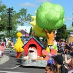 Parada reúne crianças e adultos