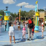 Rubber Duckie Water Works é um playground molhado que faz a diversão da criançada