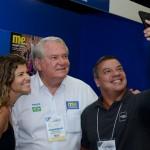 Saula Bueno, da Villa Nova Viagens, Cleiton Feijó, da Assist Card, com Roy Taylor, do M&E