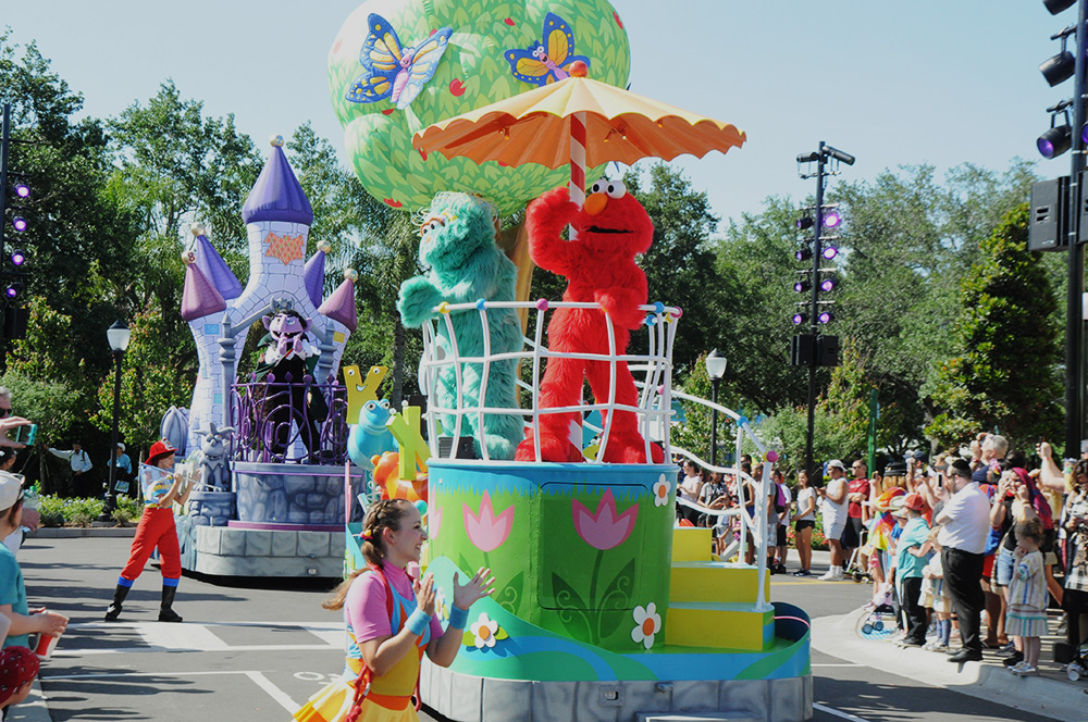 Sesame Street Party Parade é a grande sensação da nova área do SeaWorld