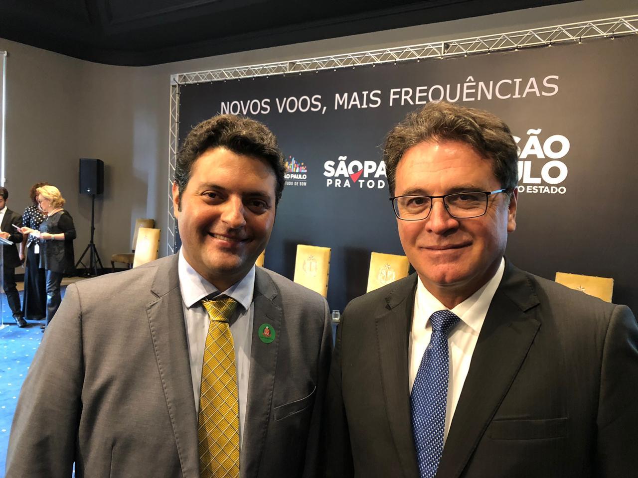 José Luiz Felicio Júnior, presidente da Passaredo e Vinicius Lummertz, secretário de Turismo de São Paulo