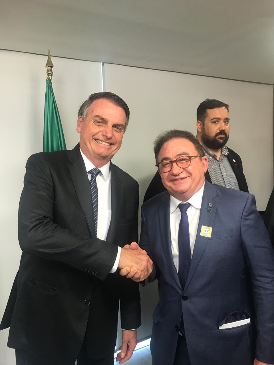 O presidente Jair Bolsonaro com Manoel Linhares, presidente da ABIH Nacional