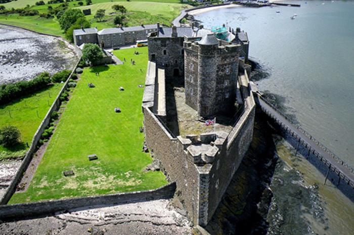 O Castelo Blackness localiza-se próximo a Linlithgow, na Escócia