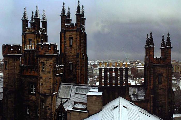 A Universidade de Edimburgo é uma das Universidades mais antigas da Escócia e está entre uma das maiores e prestigiosas do Reino Unido e do mundo
