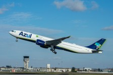Azul transporta equipamentos para montagem de hospital móvel em Campinas