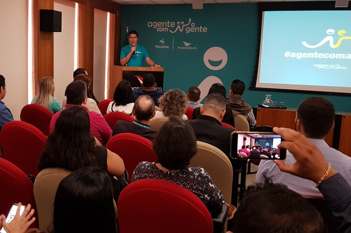 Juarez Neto, presidente do Grupo Ancoradouro, dá as boas-vindas aos agentes. (Divulgação)
