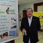 Albérico Filho, prefeito de Barreirinhas, com as pulseiras do Voucher Digital