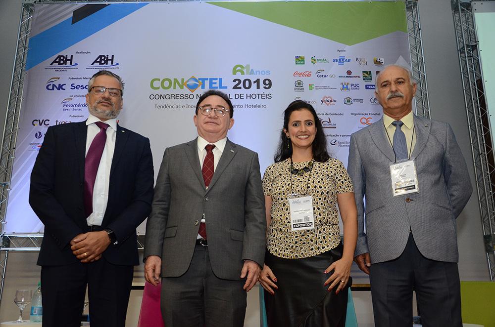 Bob Santos, do MTur, Manoel Linhares, da ABIH Nacional, Vanessa Morales, da ABIH-GO, e Valdir Miguel, do Nacional Inn