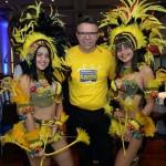 Douglas Silva, do canal multimarcas da CVC, com bailarinas do Bumba Meu Boi