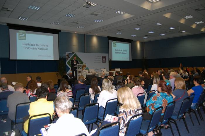 Fórum Nacional de Turismo Rodoviário aconteceu de forma paralela com o Salão Paranaense de Turismo