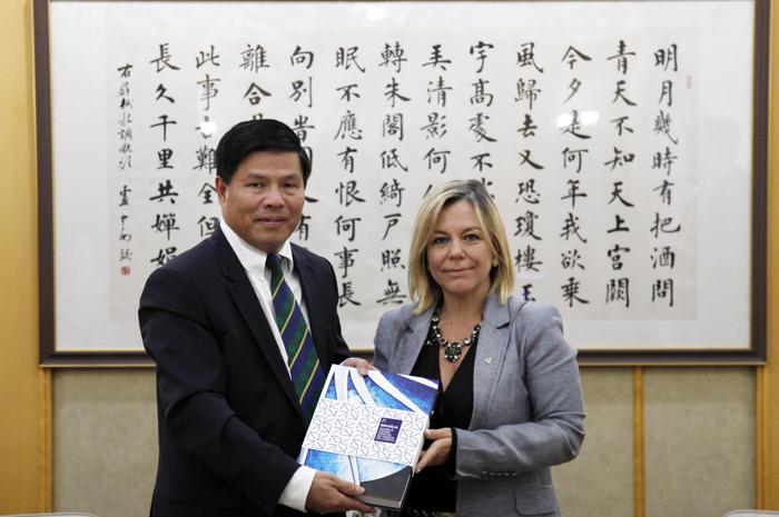 Secretária de Turismo, Vanessa Mendonça esteve reunida com conselheiro de Assuntos Culturais da Embaixada da China (Foto: Felipe Rossi)