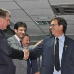 Gilson recebe os cumprimentos de Jair Bolsonaro e do ministro Marcelo Álvaro